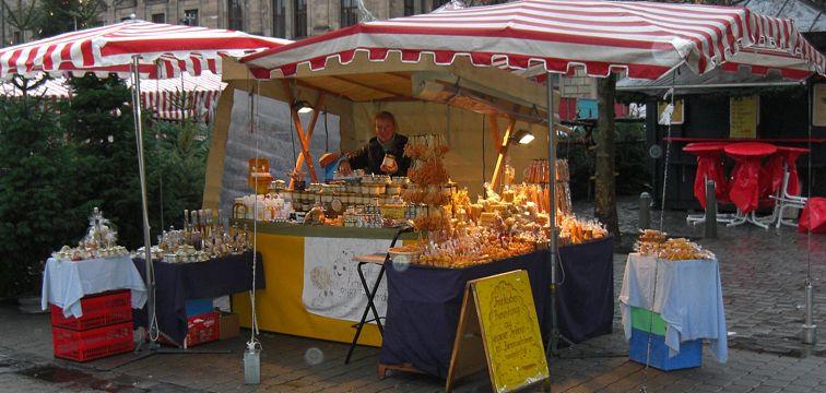 Honigverkauf auf dem Erlanger Wochenmarkt